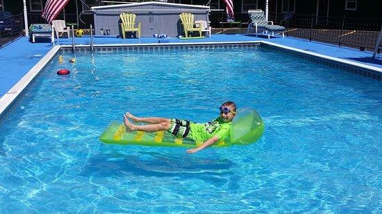 Tupper Lake, NY: Pool fun and smiles!