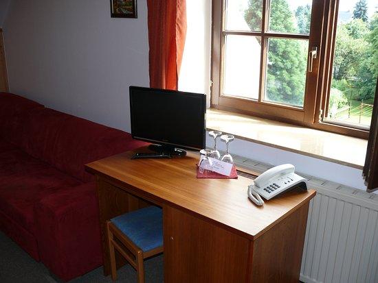 der fernseher mit radio und telefon auch wlan fehlen. Black Bedroom Furniture Sets. Home Design Ideas