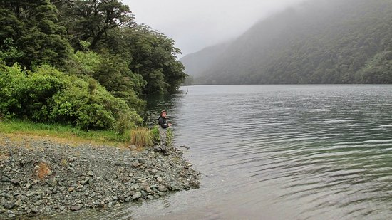 Fiordland National Park, Nueva Zelanda: Trout fishing on Lake Gunn