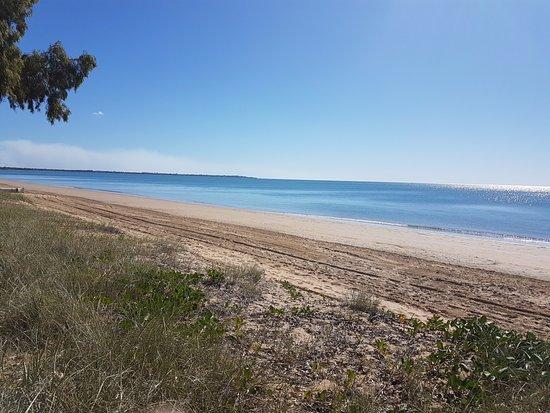 Urangan, Австралия: Beach Across the road