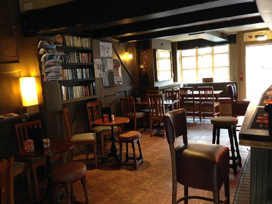 Worcestershire, UK: Bar before opening time