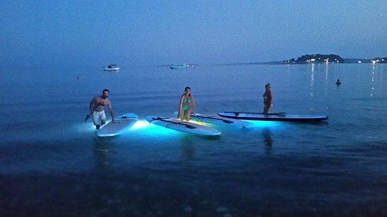 Pula, โครเอเชีย: LED Lighted SUP boards on Night Tour ( Metta Float Yoga & SUP center/ Medulin)