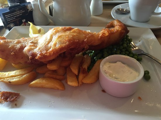Woodbridge, UK: Beautiful portion of fish and chips for once there was more fish than chips. Well done. Unfortun