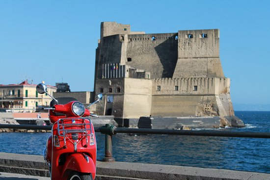 Provincia di Napoli, Italia: noleggio vespa scooter napoli