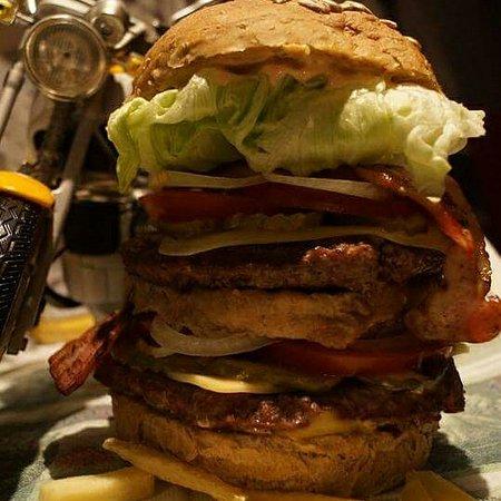 Zabrze, Polonia: Burger Nr 10 400g wołowiny