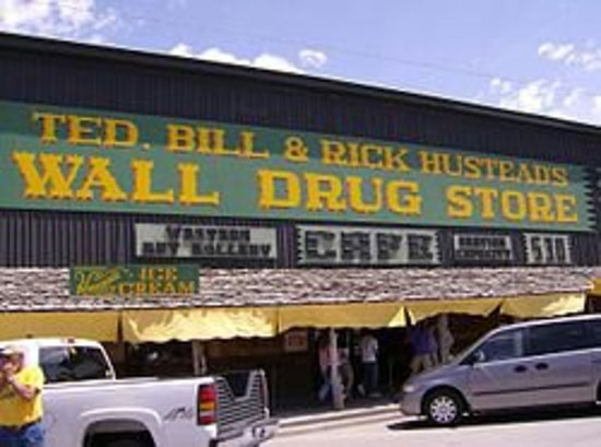 Wall, SD: Great shopping area