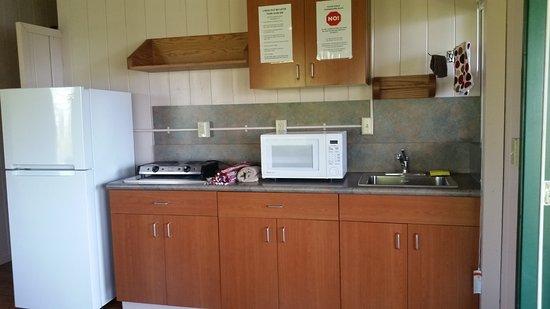 Waianapanapa State Park Cabins: Kitchen