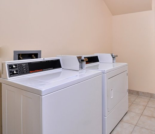 Elkhart, IN: Coin Laundry