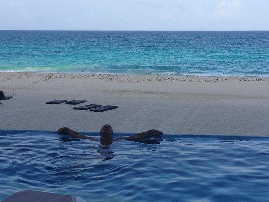 Sun Palace: Infinity pool