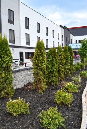 Maplewood Suites Extended Stay: Outdoor Patio