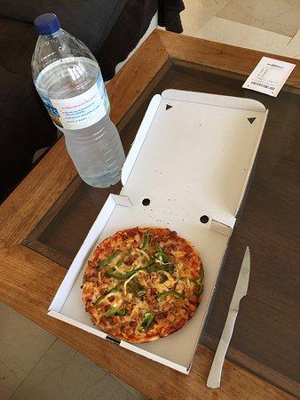 Pippo's: Pizza barbacoa sin salsa barbacoa 13€ y es enana! UN ROBO