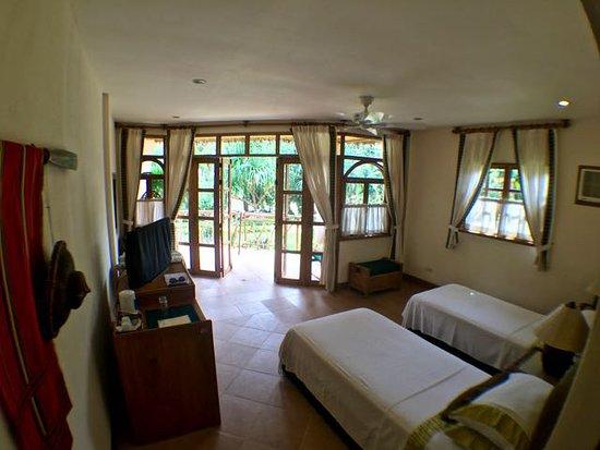 Coco Grove Beach Resort: deluxe room