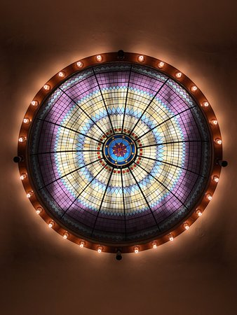 The Petaluma Library Museum: Beautiful stained glass dome