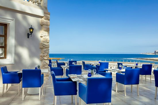 Quadro Restaurant at The Westin Dragonara Resort: Quadro Restaurant Outdoors