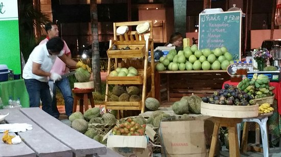 Davao City, Filipinler: Shop and dine and more