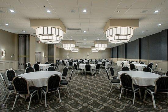 Alton, IL: Newly renovated Ballroom setup Banquet style