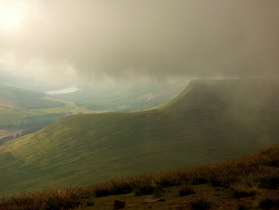 Brecon Beacons National Park, UK: This cloud passed over without depositing any rain on us.
