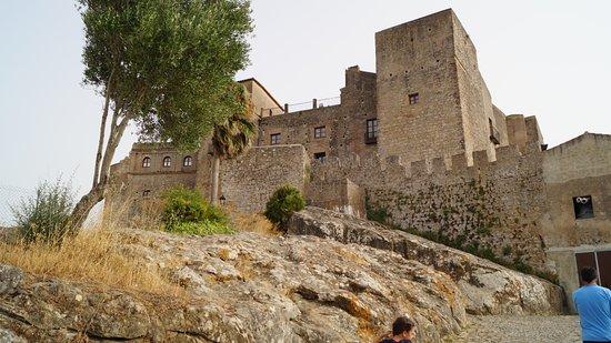 Complejo Turistico Castillo Castellar: man skal gå op til hotellet