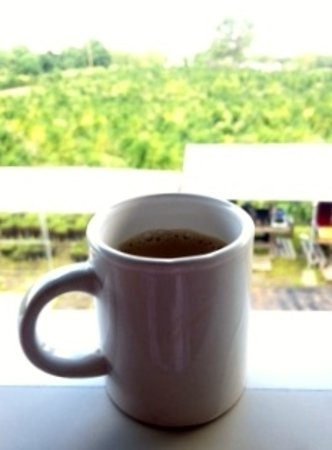 Holualoa, Hawaje: Enjoying a complimentary coffee with AMAZING view