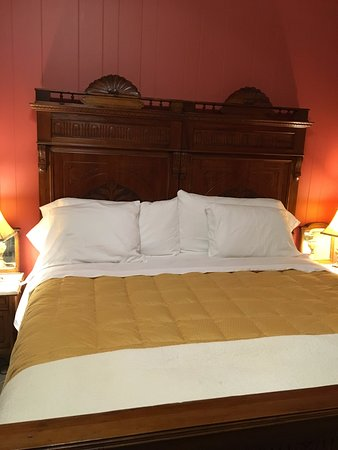 Smith-Byrd House Bed & Breakfast and Tea Room: Very comfortable mattress with snowy white soft smooth sheets