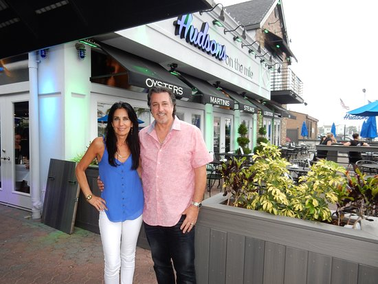 Hudsons On The Mile Freeport Ny Rosario Cata And Carolyn At Hudson S