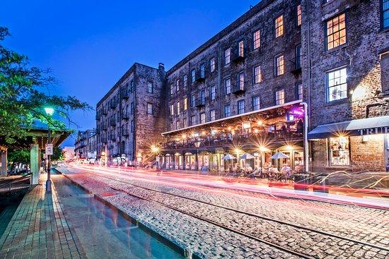River Street Inn Tubby S Huey Restaurants Attached