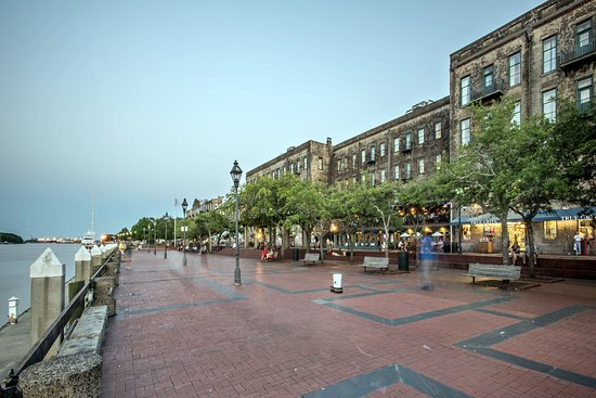 River Street Inn: River Street Shops