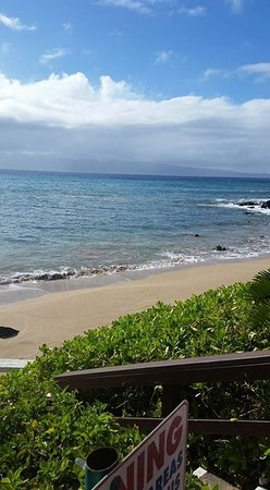 The Kuleana Resort: View and access to beach