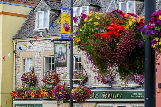 Chipping Sodbury, UK: Summer flowers at The Squire
