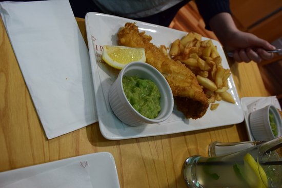 Mr Chippy Restaurant: Fish and chips. 8.99livres