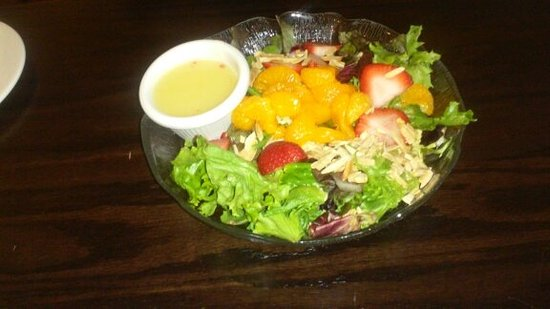 Tamaqua, PA: mandarin orange/strawberry/peanut salad