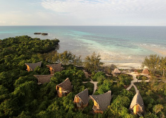 Chumbe Island Coral Park: South : 7 bungalows and beach area