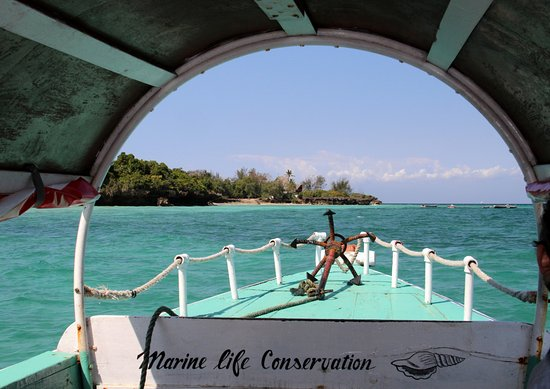 Chumbe Island Coral Park: arrival : navigating over the reef