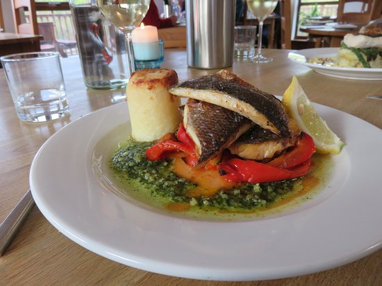 Dervaig, UK: Seabass mains with substituted accompanying food