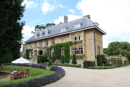 Lower Slaughter, UK: Hotel from drive