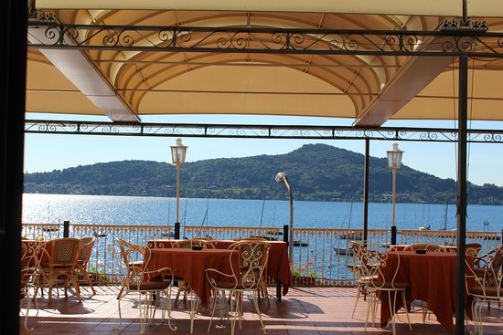 Meina, Italia: Terrace lake views from front entrance