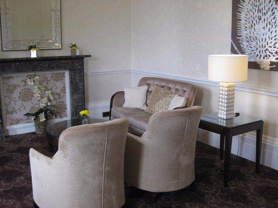 Oakley, UK: Small lounge