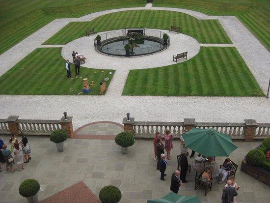 Oakley, UK: Patio & rear Garden