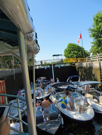 Peterborough Lift Lock: Boats crowded into the smaller lock behind our tour boat