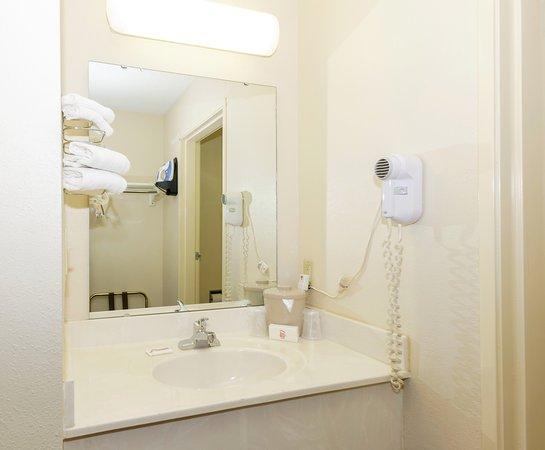 Red Roof Inn Roanoke - Troutville: Vanity