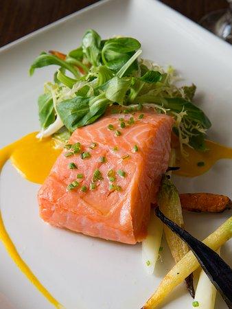 Wayne, Пенсильвания: Slow Roasted Salmon