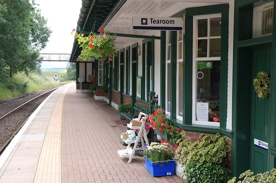 Kinloch Rannoch, UK: Tea rooms and station
