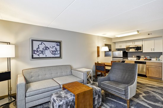 Homewood Suites by Hilton Boston-Peabody: Living Room