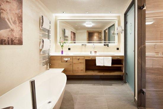 Badezimmer In Den Suiten Heimatgefuhl Picture Of Alpine