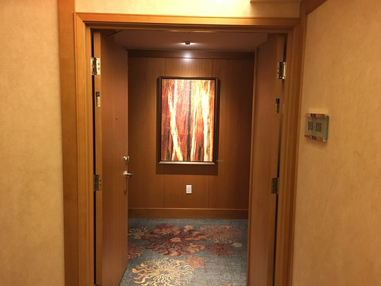 The Ritz-Carlton, Toronto: Hallway doors that hold the two corner suites on each side