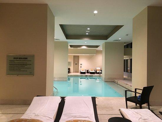 The Ritz-Carlton, Toronto: Beautiful pool