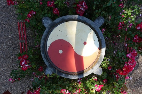 Park of the Pagoda of Chanteloup: Yin and yang