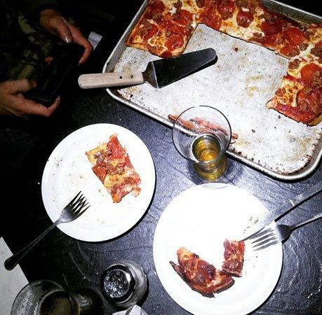 Menomonee Falls, Ουισκόνσιν: Dis da REAL DeMarini's pizza.