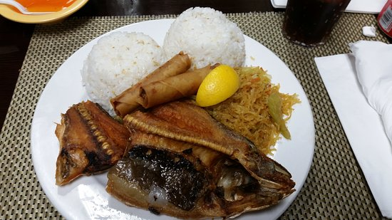 National City, CA: Combination Platter w/ Fried Milkfish