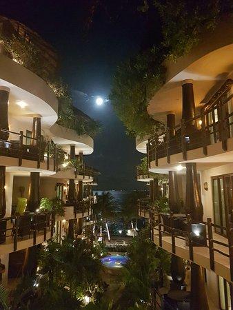 El Taj Oceanfront & Beachside Condos Hotel: Entrada
